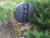 Кладбище «Kalnašu», волость Светес, Елгавский край, лето 2019 г. Надгробный памятник из бронзы.