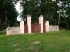 Немецкое лютеранское церковное кладбище в Сеце, волость Сецес, август 2019 г. Кладбищенские ворота.