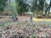 Кладбище «Vaiteņu», волость Вилцес, октябрь 2019 г. Воротные столбы на противоположной стороне кладбища.