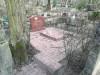 Ивановское кладбище, Рига, март 2020 г. Площадка, облицованная красной бетонной плиткой.