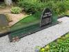 Кладбище Зандеру, Елгава, июль 2020 г. Общий вид могильного памятника с элементами из полированного стекла.
